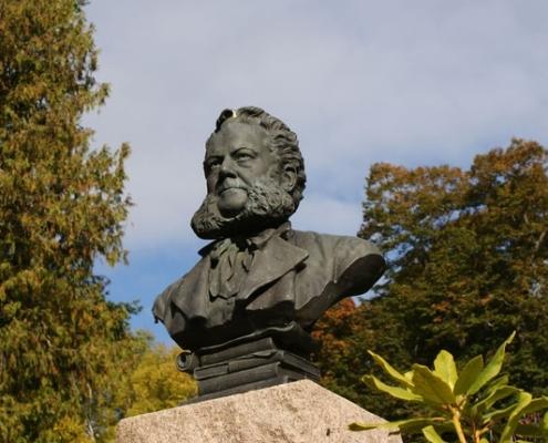 Henrik Ibsen Statue Image by PublicDomainPictures from Pixabay